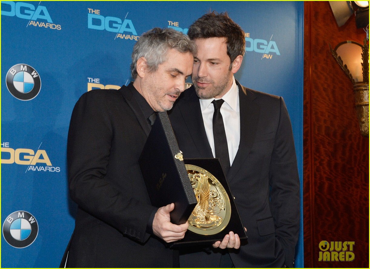 ben affleck presents top prize at dga awards 2014 143040484
