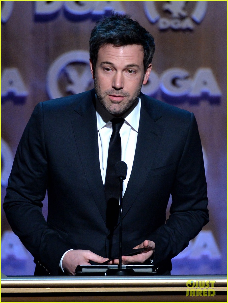 ben affleck presents top prize at dga awards 2014 223040492
