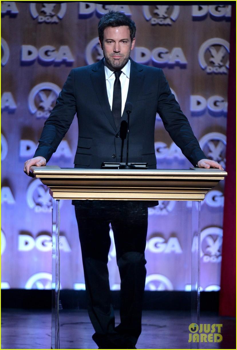 ben affleck presents top prize at dga awards 2014 23