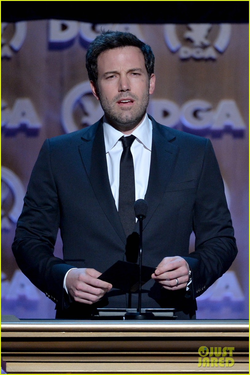 ben affleck presents top prize at dga awards 2014 243040494