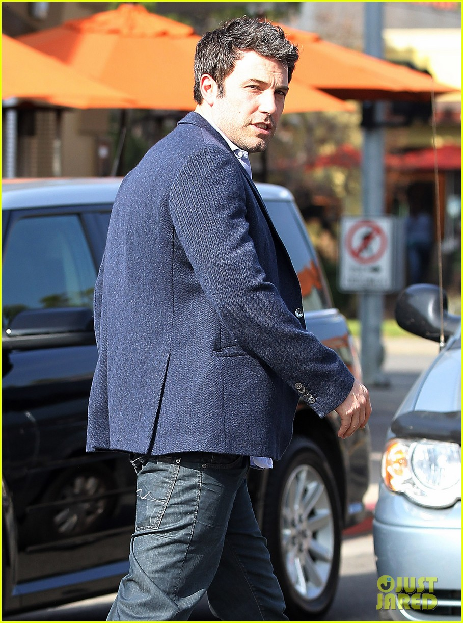ben affleck steps out after joking about his big dick 14