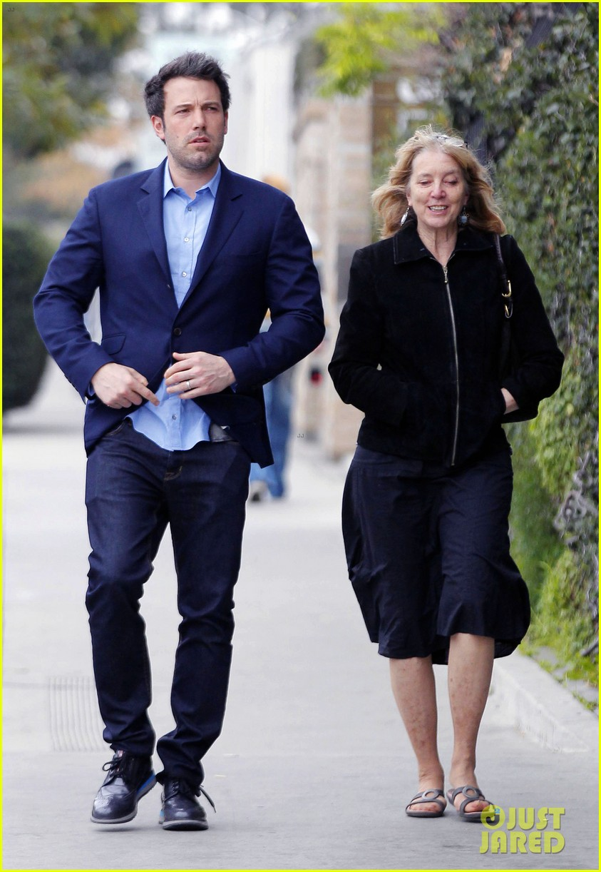 ben affleck is a mommas boy takes mom to the theater 10