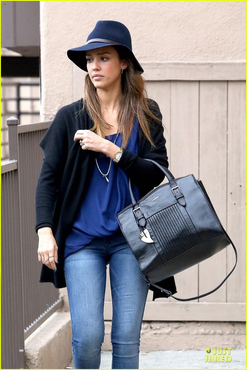 jessica alba wraps the weekend with pierced lobe 063042482