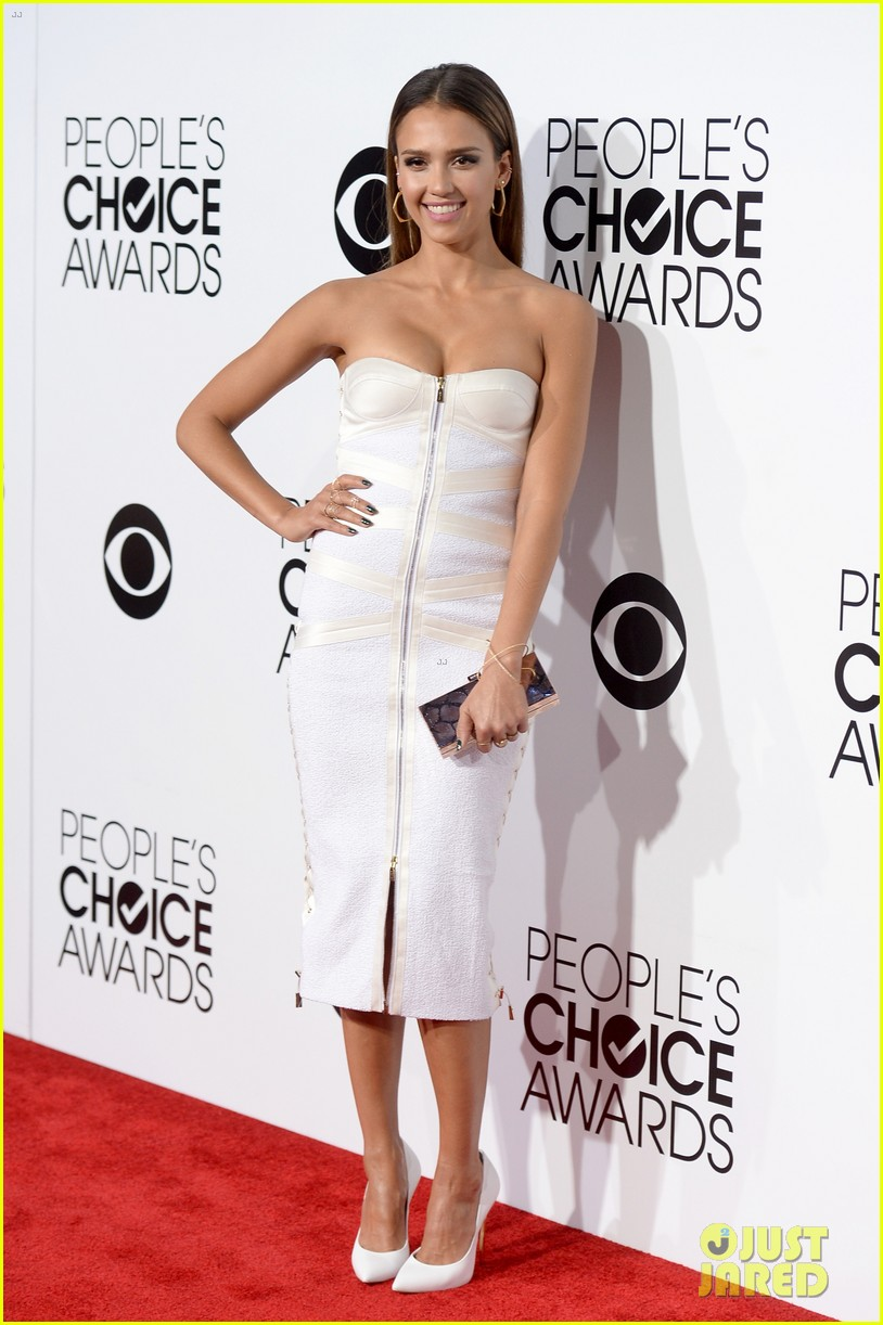 jessica alba peoples choice awards 2014 red carpet 01