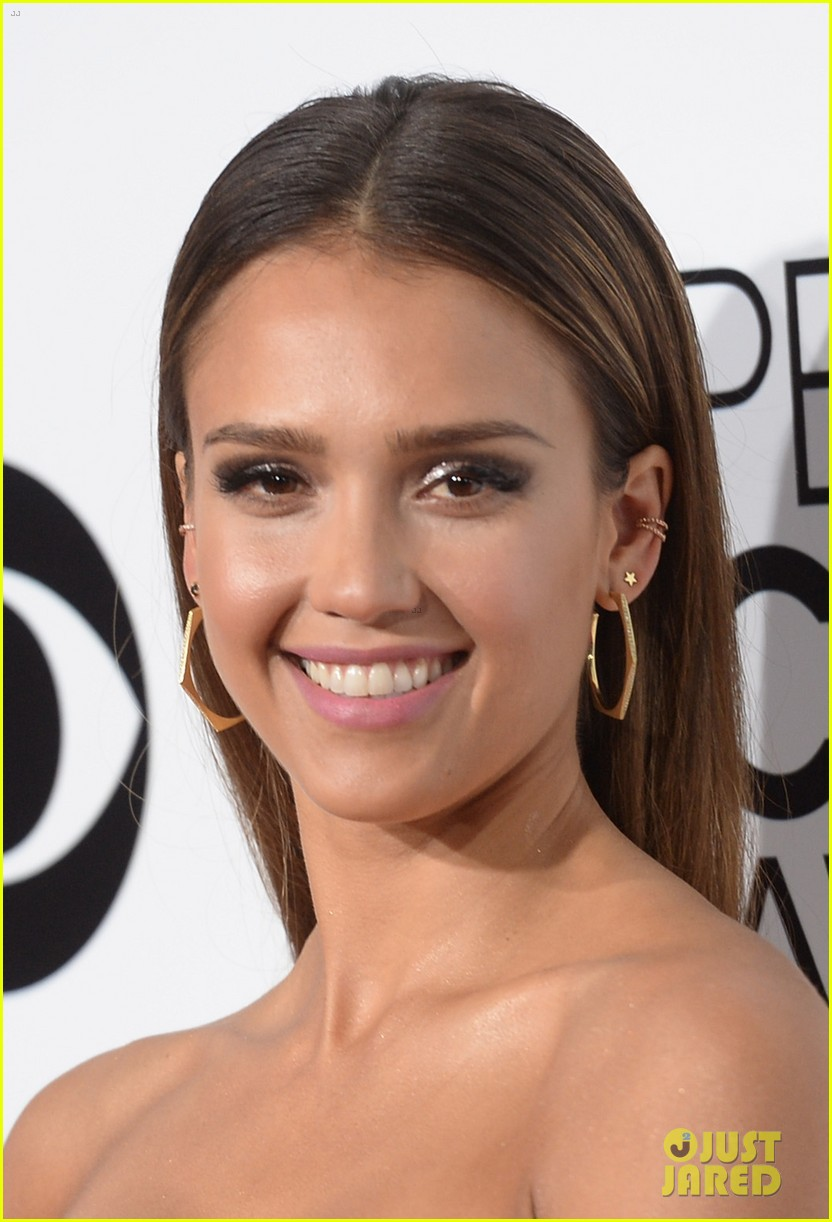 jessica alba peoples choice awards 2014 red carpet 07
