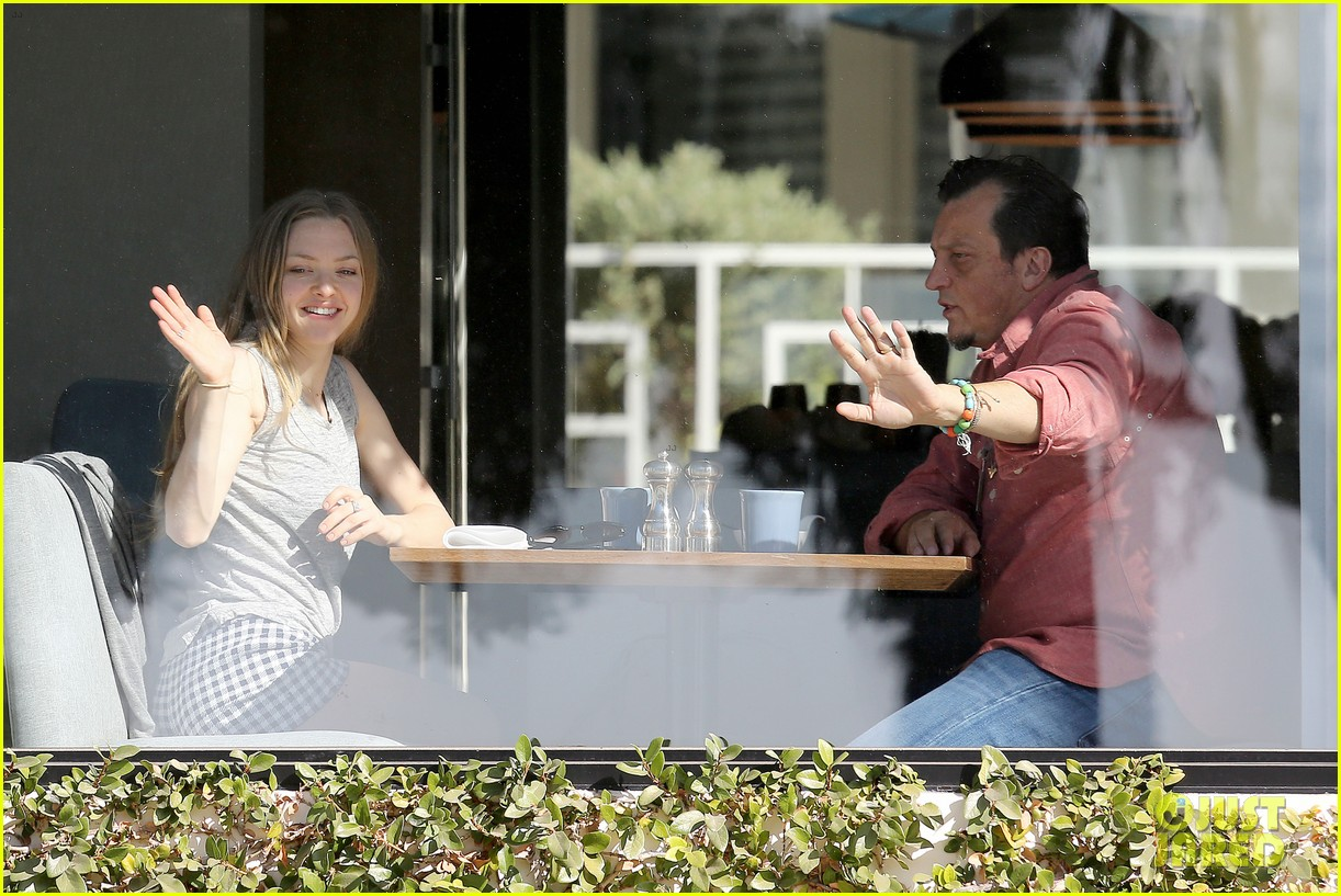 amanda seyfried justin long take finn to the doggy dentist 07