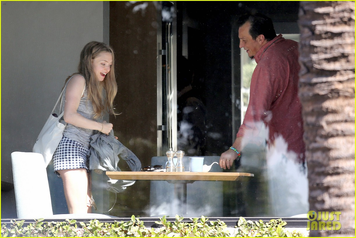 amanda seyfried justin long take finn to the doggy dentist 153035592