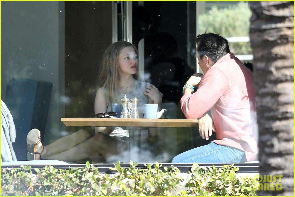 amanda seyfried justin long take finn to the doggy dentist 31