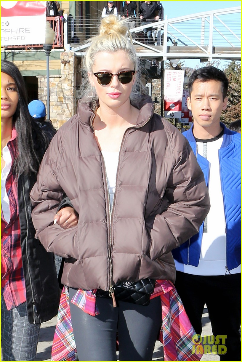 ireland baldwin gets her sundance on with friends 02