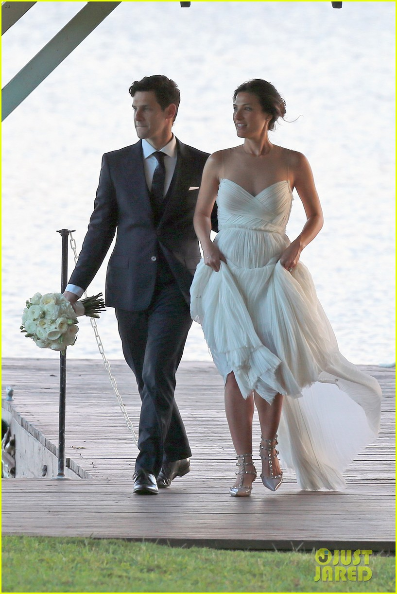 justin bartha marries lia smith in hawaii wedding photos here 07