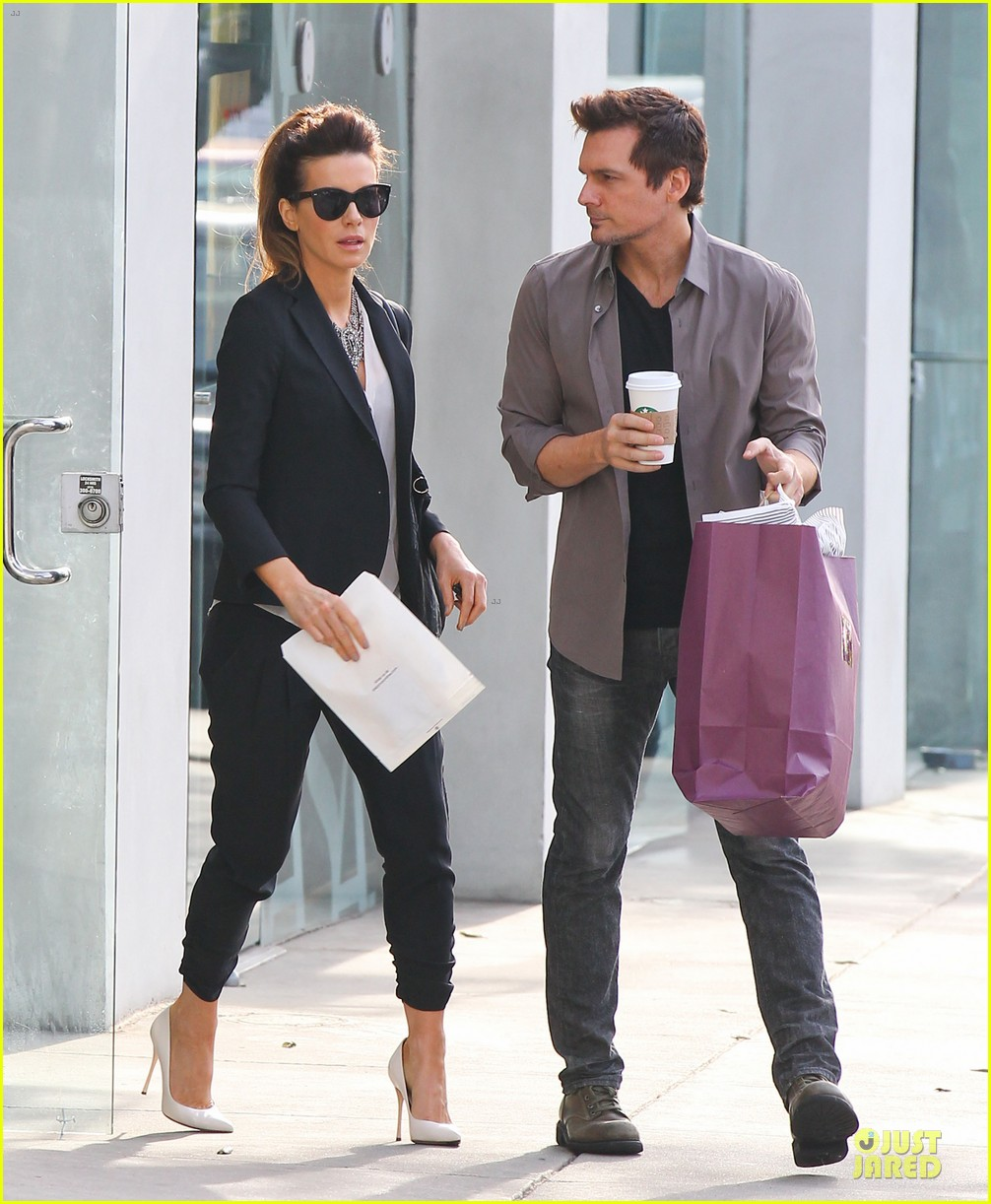 kate beckinsale len wiseman hook arms at fred segal 08