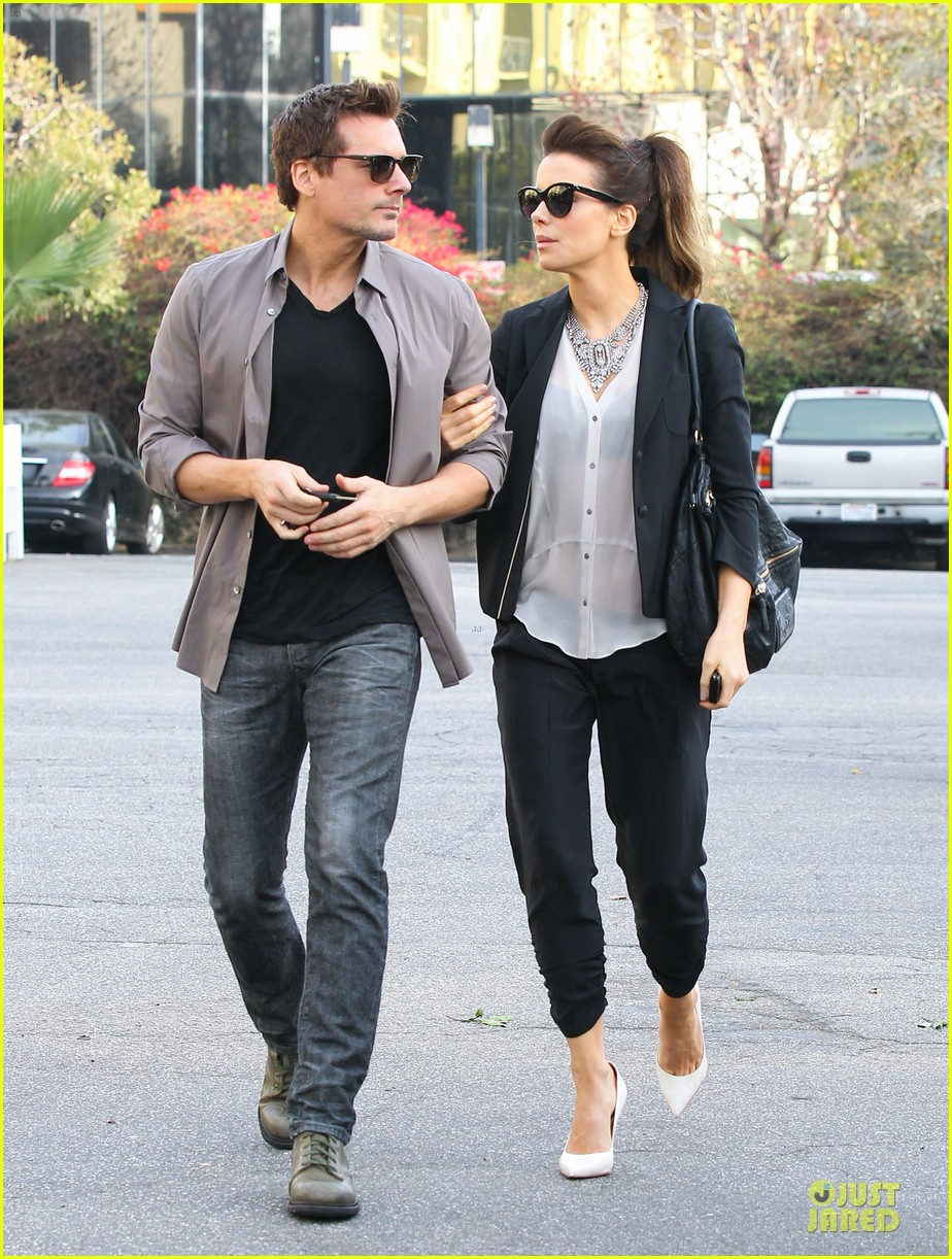 kate beckinsale len wiseman hook arms at fred segal 213043071