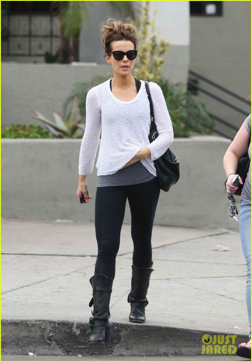 kate beckinsale gets her shop on in weho 093037849