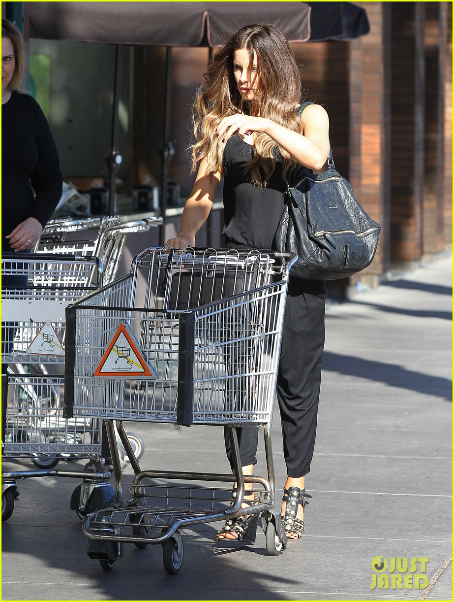 kate beckinsale super stylish whole foods run 15