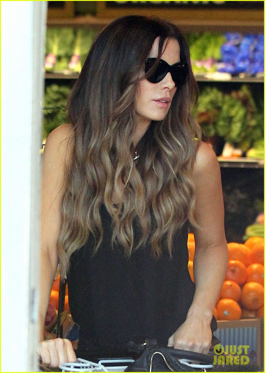 kate beckinsale super stylish whole foods run 20