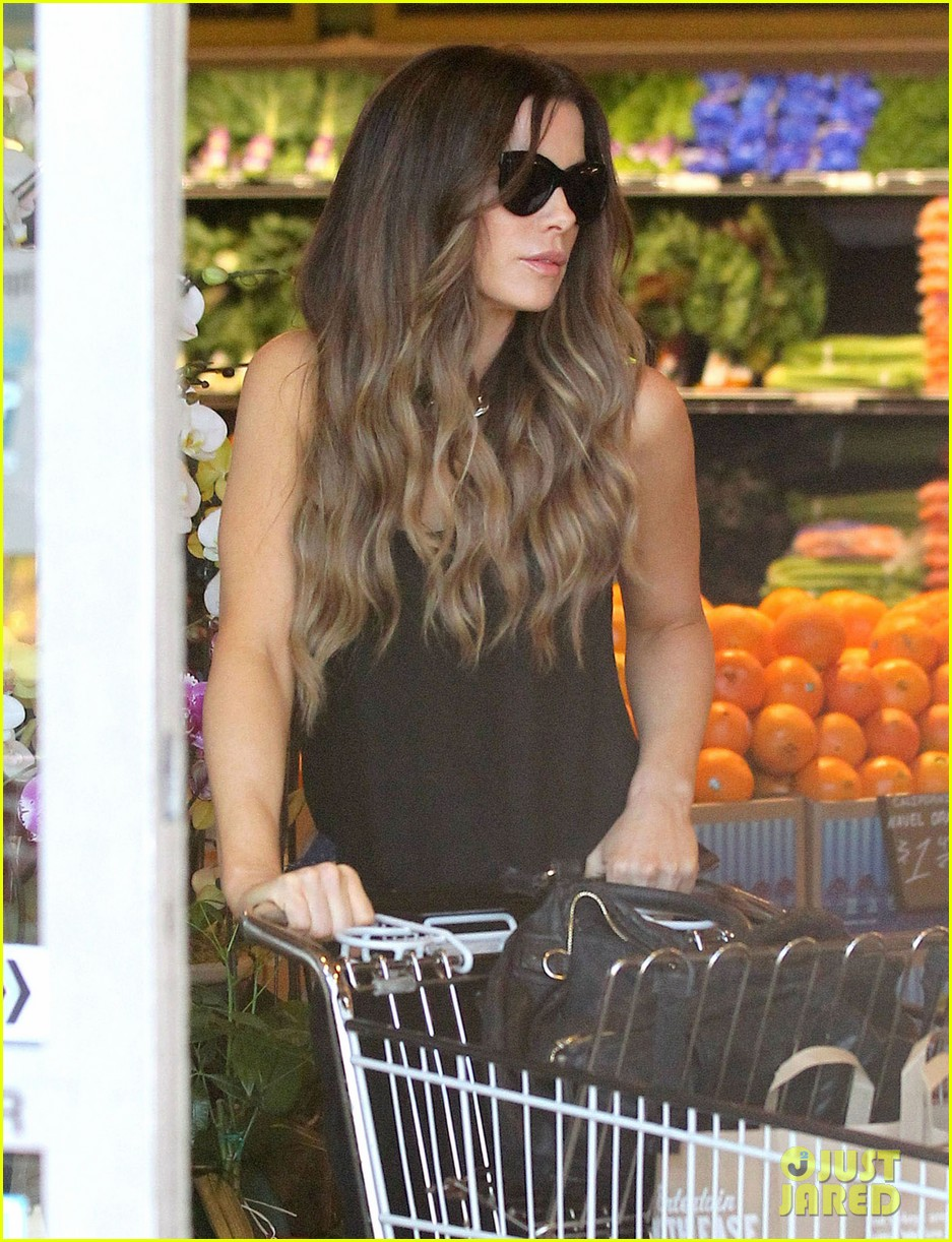 kate beckinsale super stylish whole foods run 21