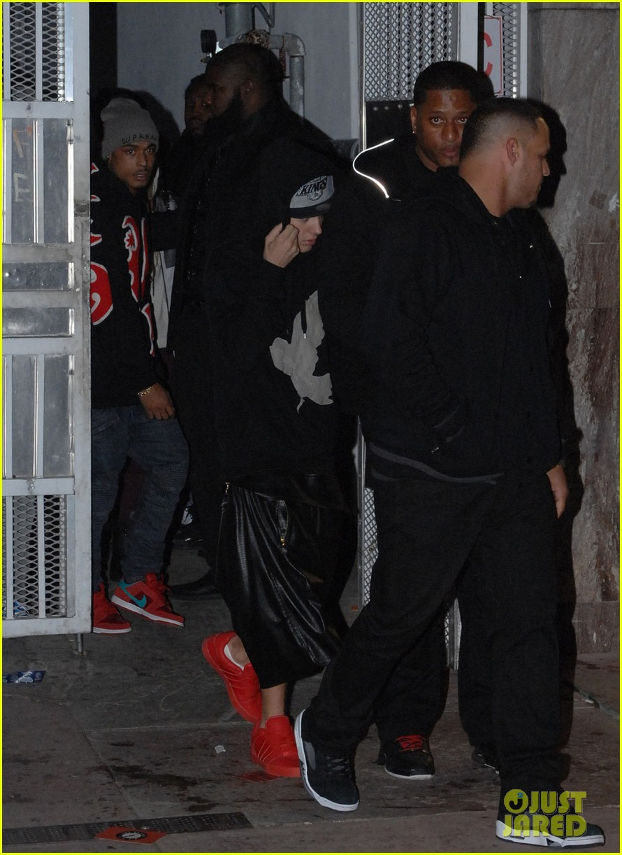 justin bieber leaves nightclub before dui arrest hops behind wheel of lambourghini photos 013038360