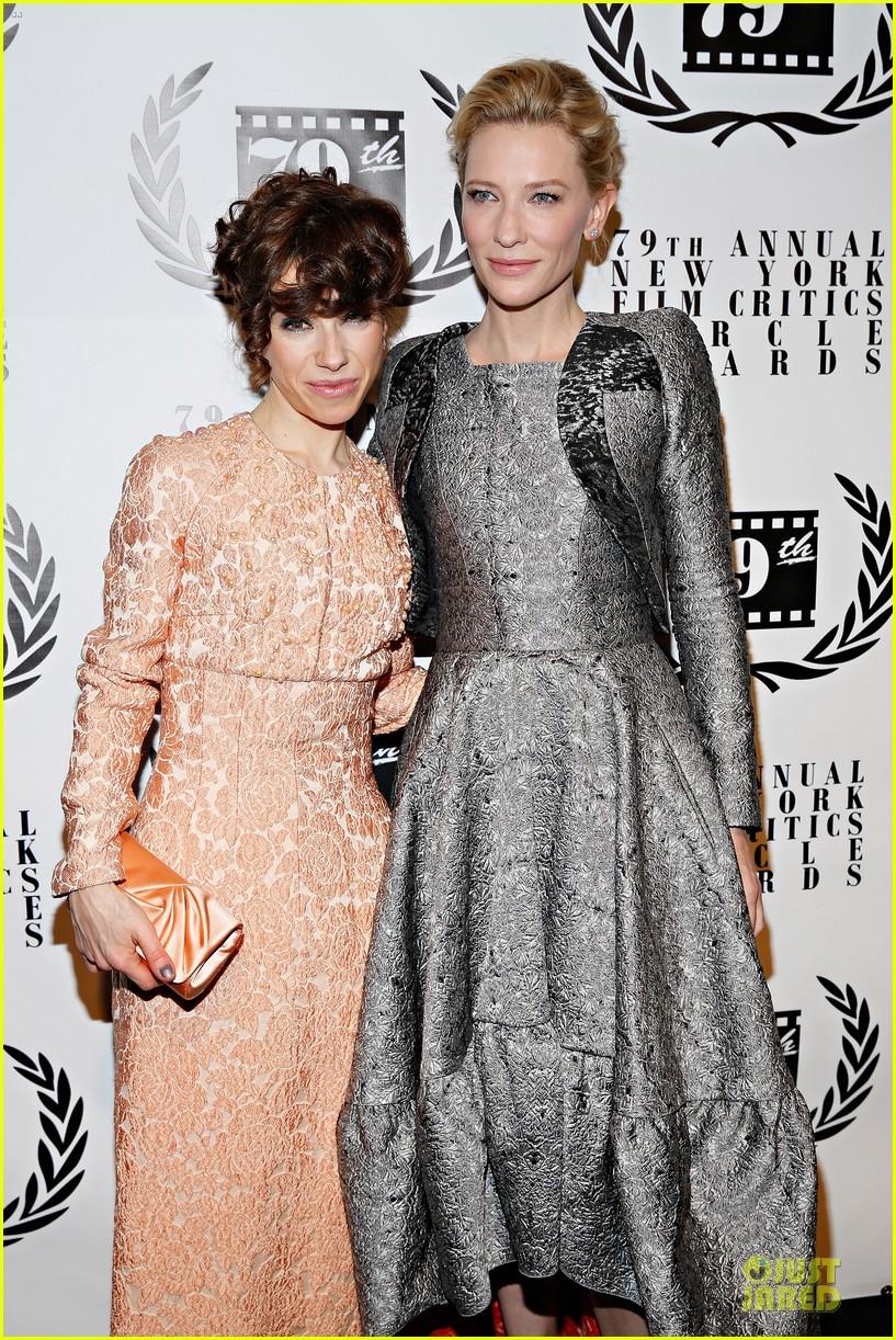 cate blanchett new york film critics circle awards with sally hawkins 04