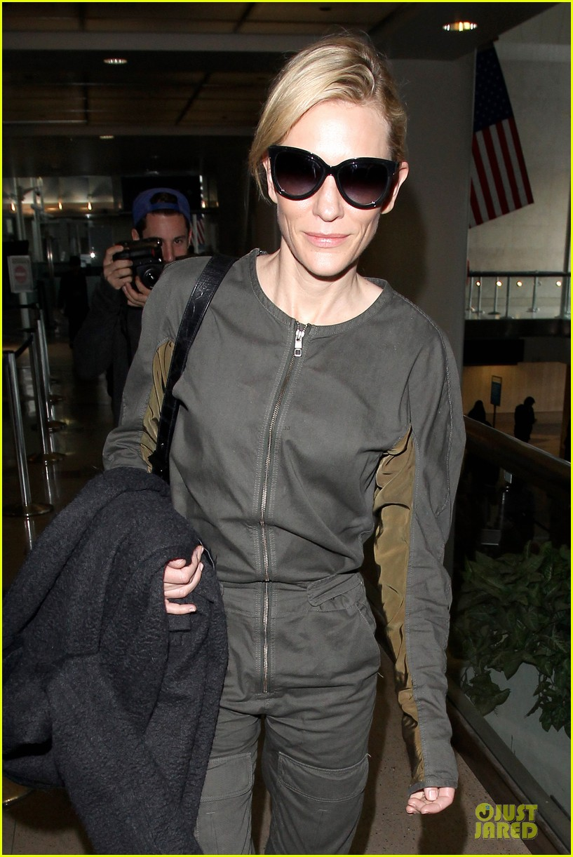cate blanchett lax arrival after nyfcc awards ceremony 04