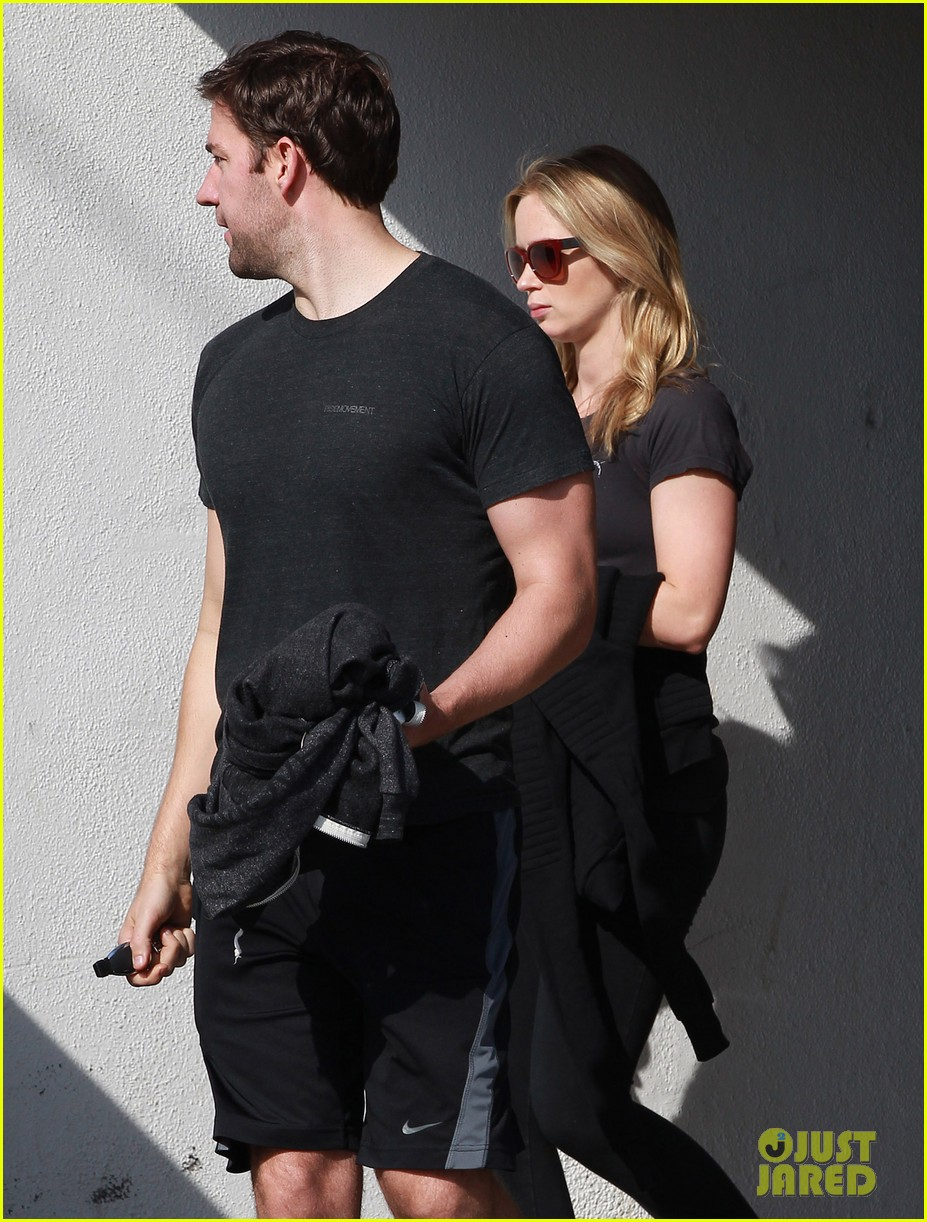 emily blunt john krasinski day date at the gym 02