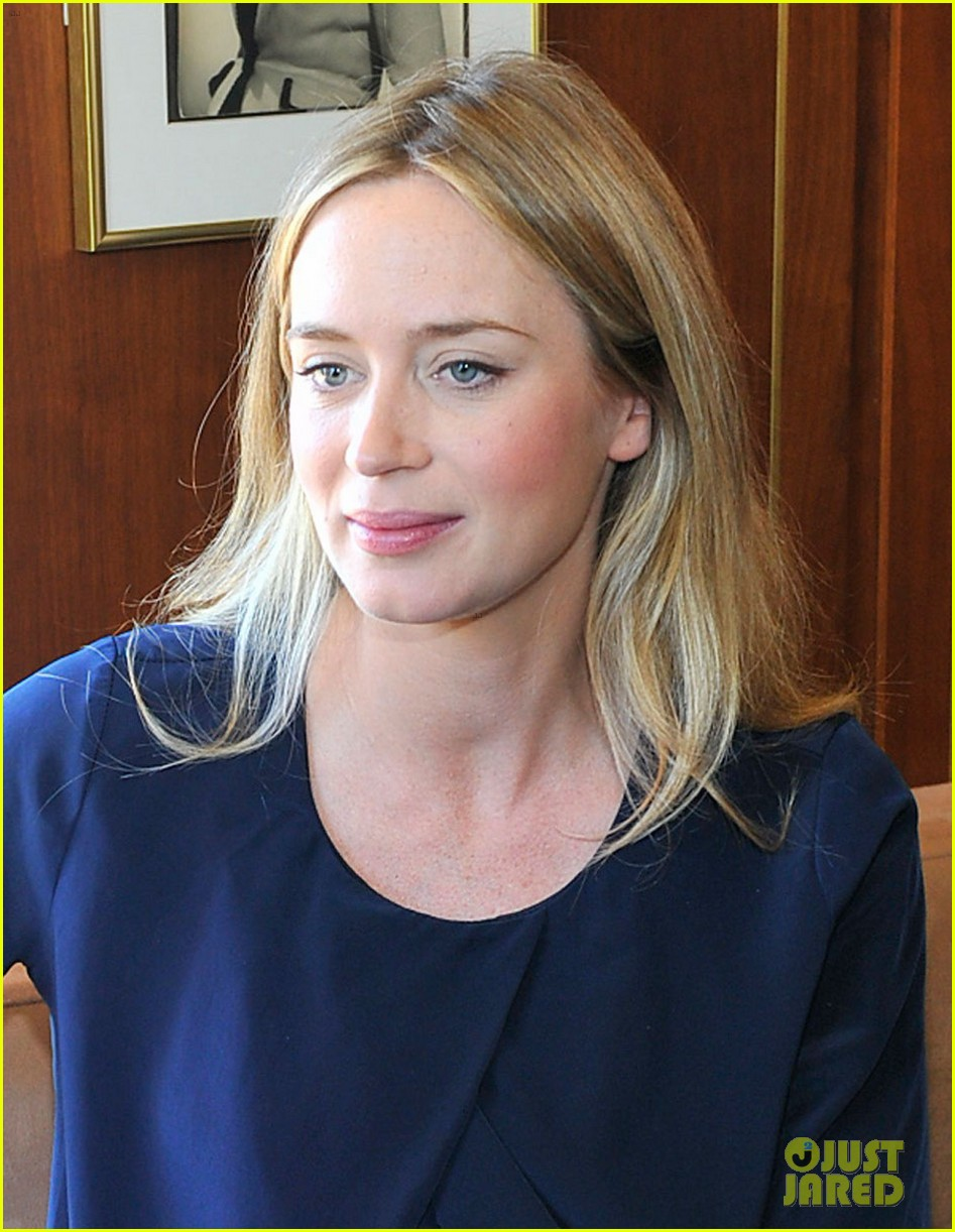 emily blunt talks wearing heavy suits in edge of tomorrow 013035110