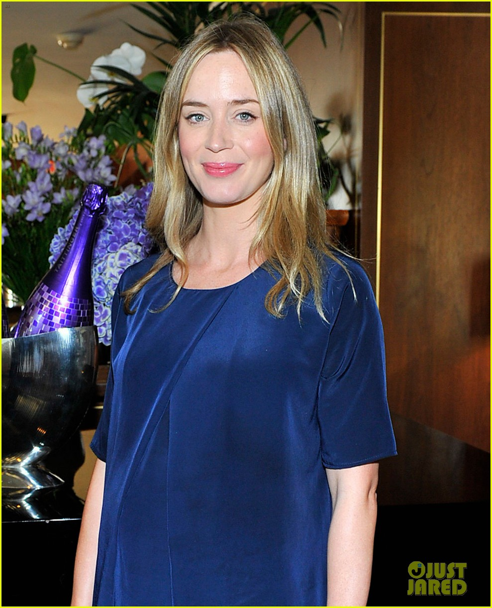 emily blunt talks wearing heavy suits in edge of tomorrow 043035113