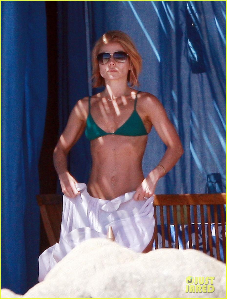 matt bomer shirtless sexy cabo vacation with simon halls 08