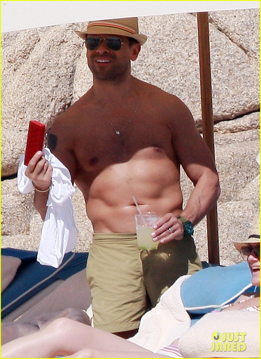 matt bomer shirtless sexy cabo vacation with simon halls 14