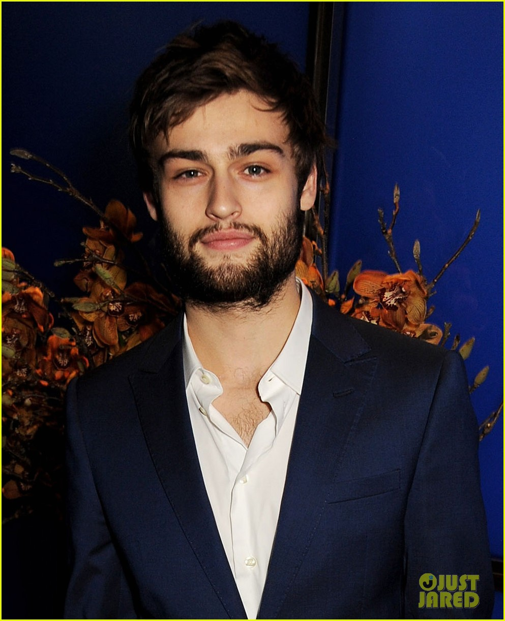 douglas booth luke evans london collections closing dinner 043026046