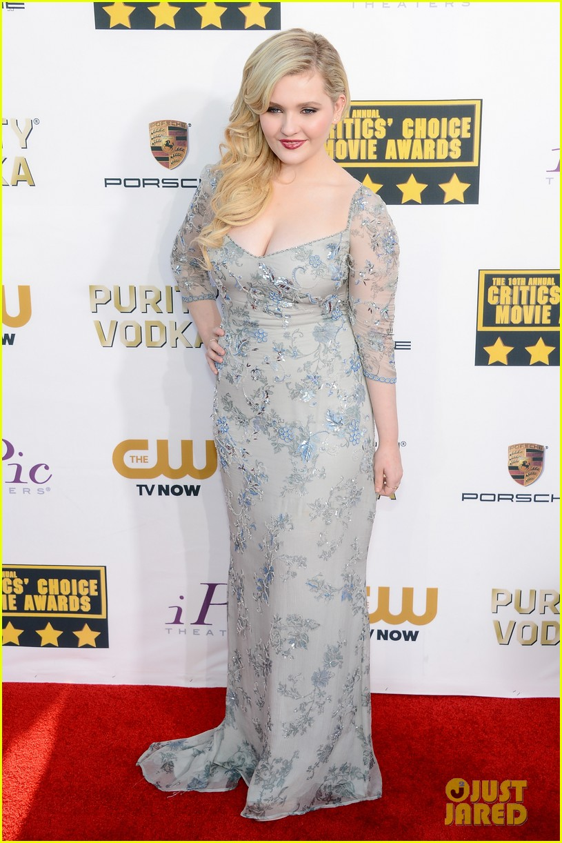 abigail breslin sophie nelisse critics choice movie awards 2014 red carpet 13