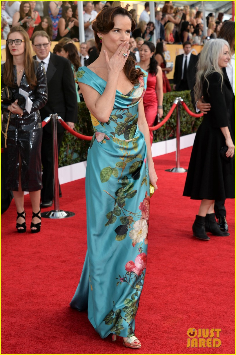 abigail breslin juliette lewis sag awards 2014 red carpet 05