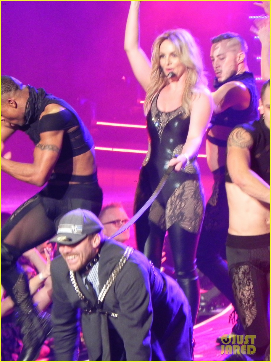 britney spears ties up boyfriend david lucado during new years eve concert 023020958