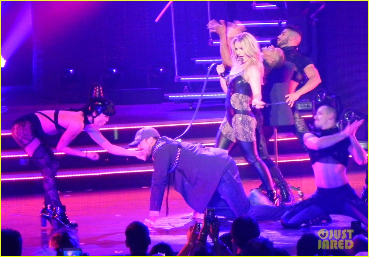 britney spears ties up boyfriend david lucado during new years eve concert 11