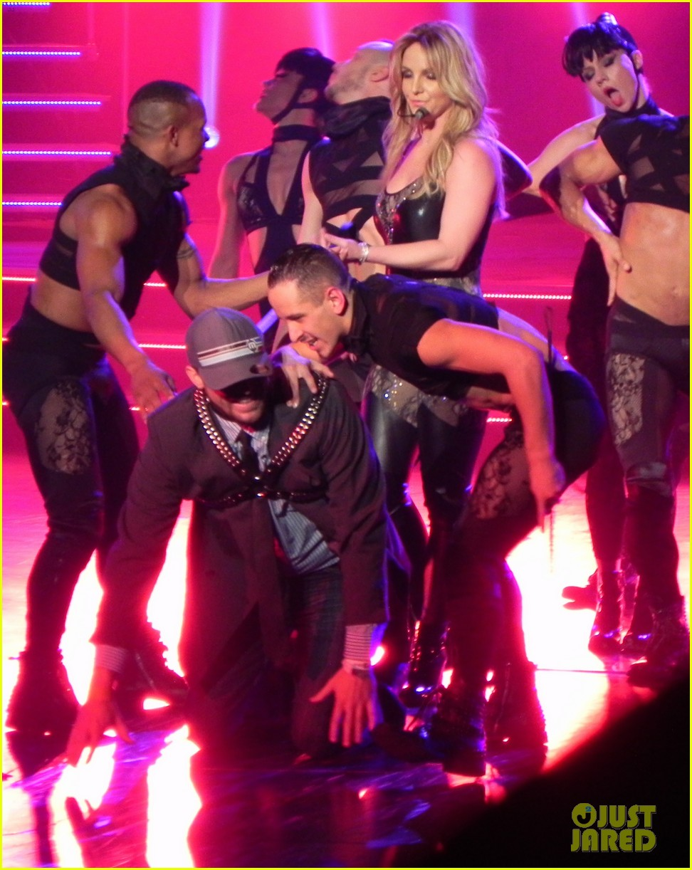 britney spears ties up boyfriend david lucado during new years eve concert 13