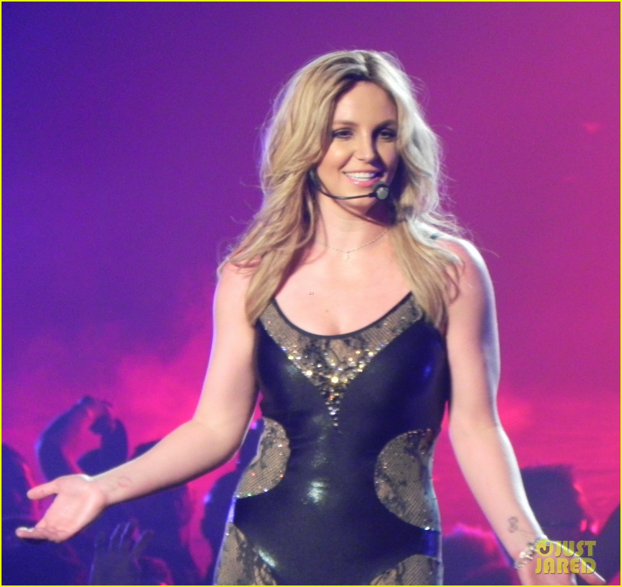 britney spears ties up boyfriend david lucado during new years eve concert 273020983