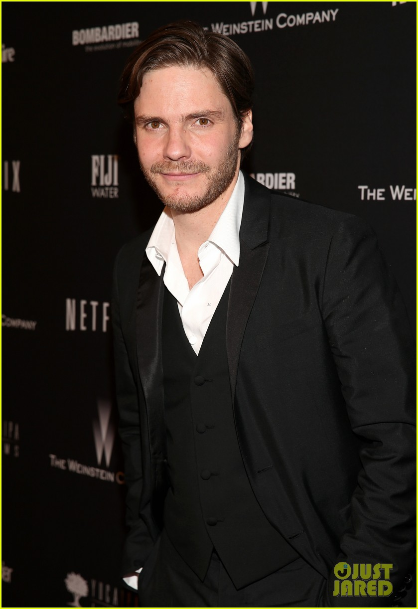 daniel bruhl jeremy irvine weinstein golden globes party 2014 05