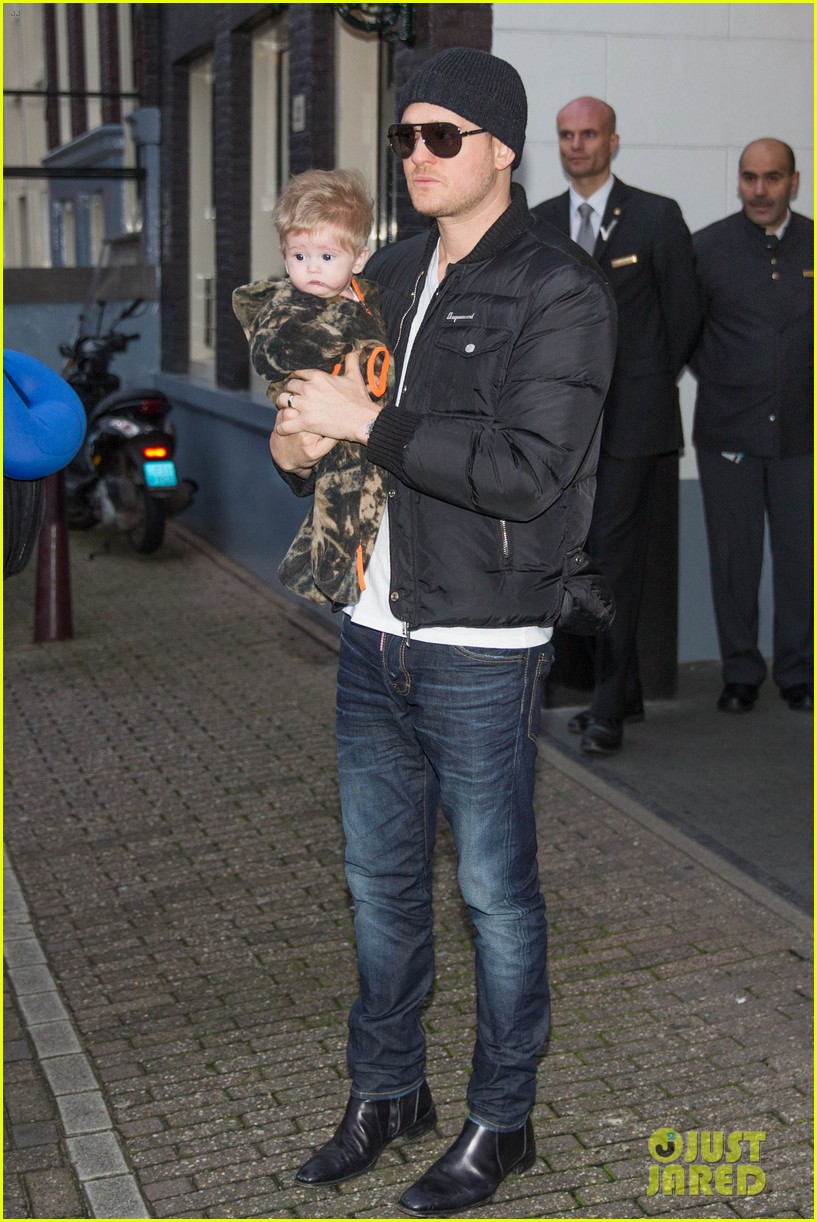 michael buble luisana lopilato amsterdam vacation with baby noah 023036911
