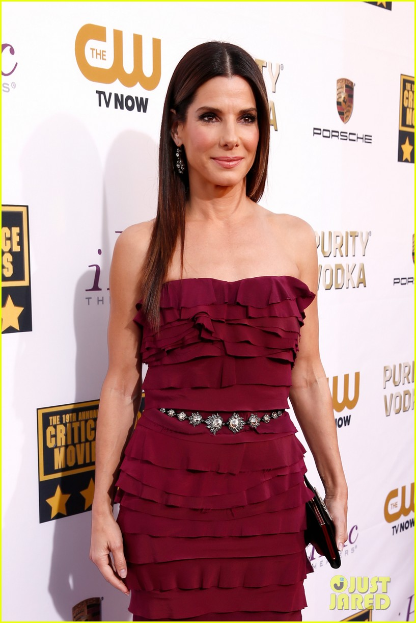 sandra bullock critics choice awards 2014 red carpet 033032958