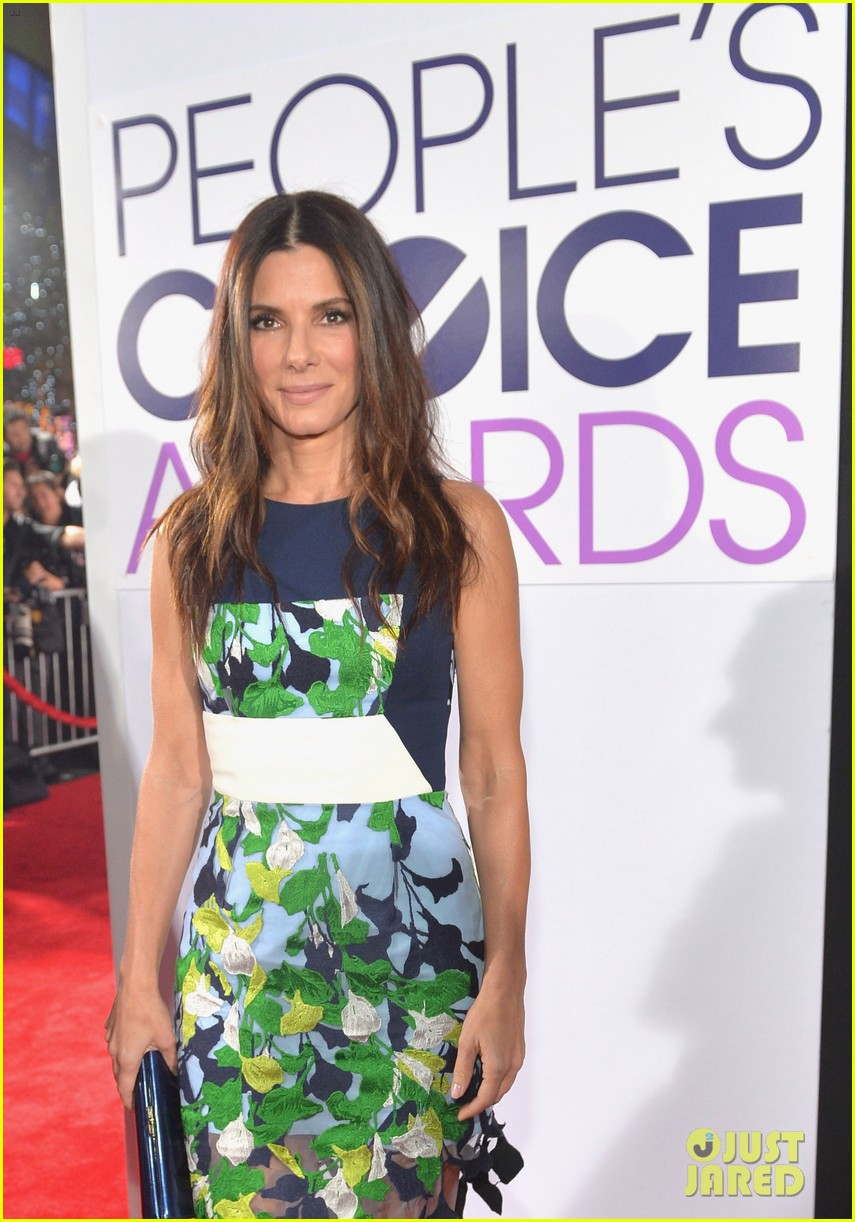 sandra bullock peoples choice awards 2014 red carpet 02