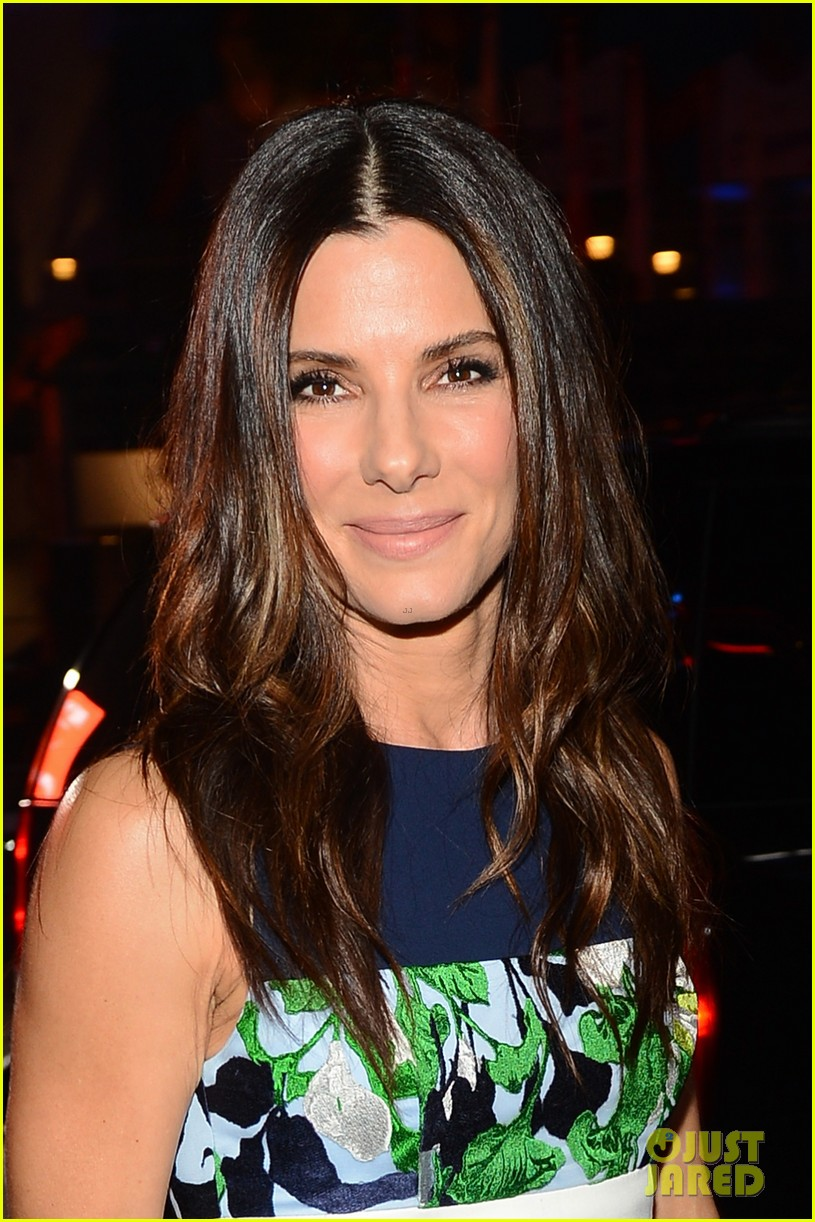 sandra bullock peoples choice awards 2014 red carpet 04