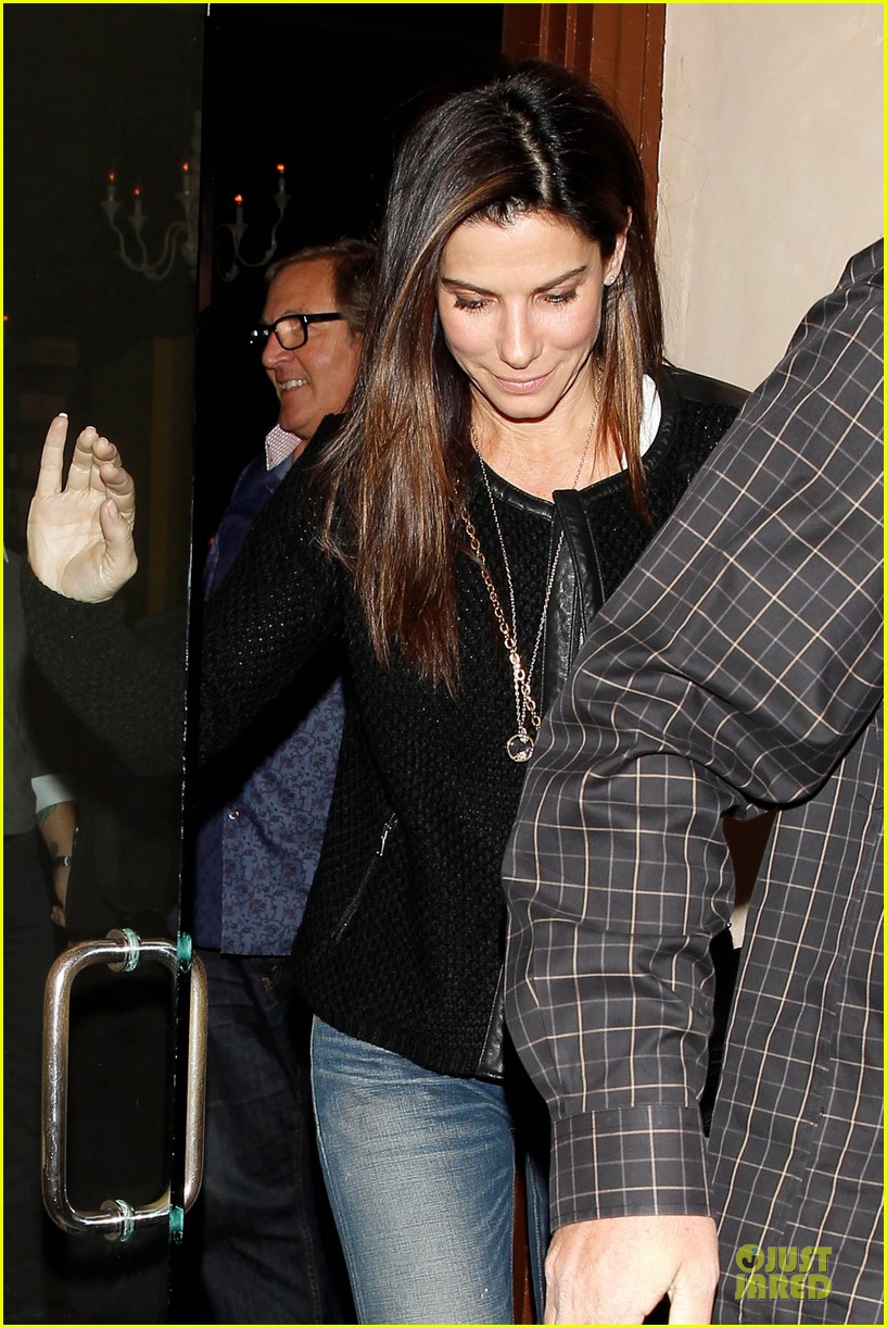 sandra bullock shopping with mystery man after golden globes 063031618