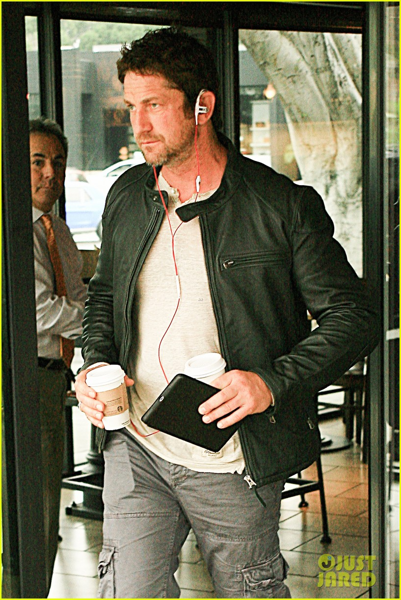 gerard butler steps out as gods of egypt casts more actors 04