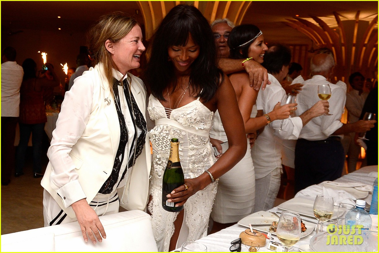 naomi campbell new years eve on the beach in kenya 20