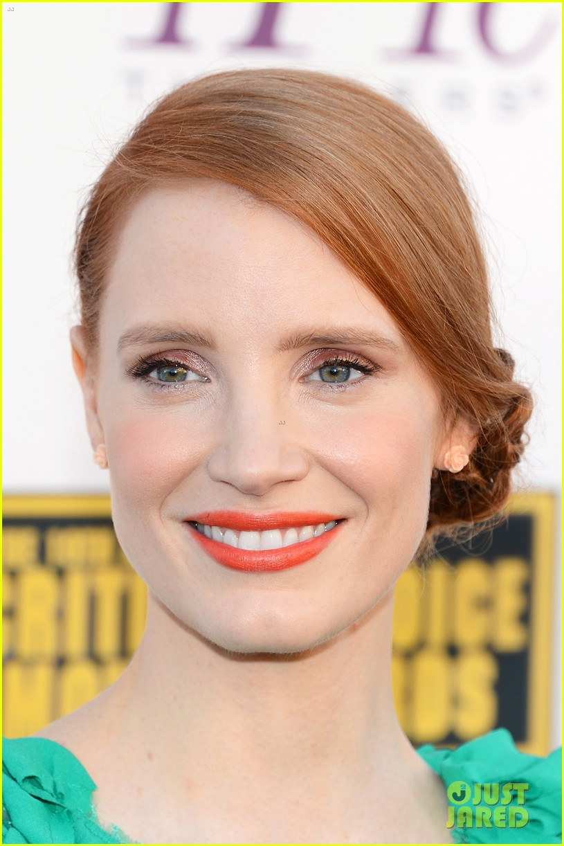 jessica chastain critics choice movie awards 2014 red carpet 06