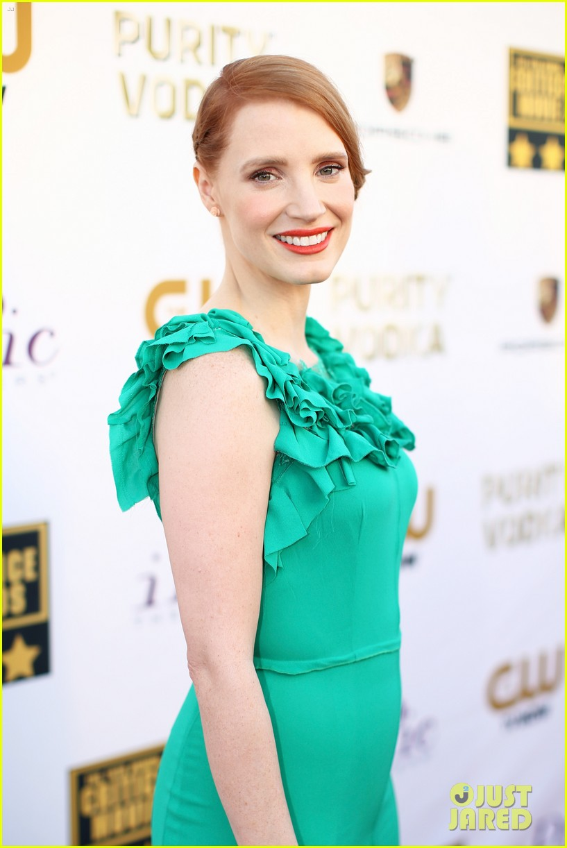 jessica chastain critics choice movie awards 2014 red carpet 09