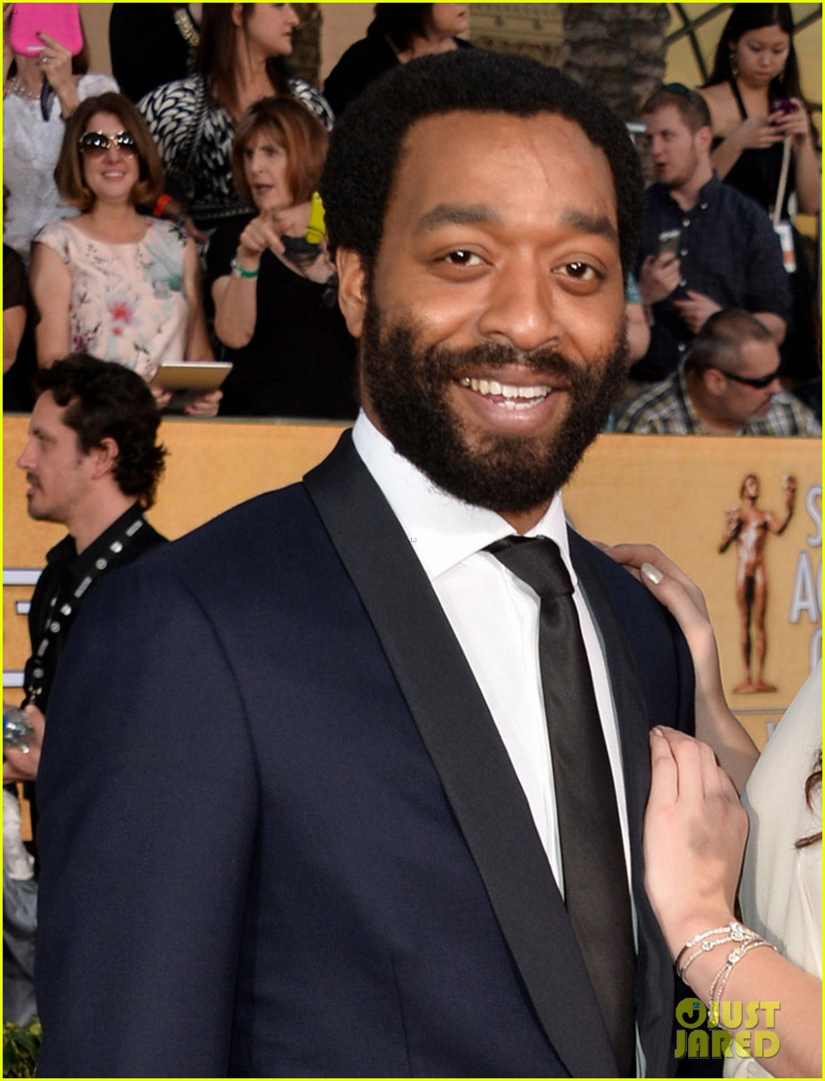 chiwetel ejiofor barkhad abdi sag awards 2014 red carpet 01