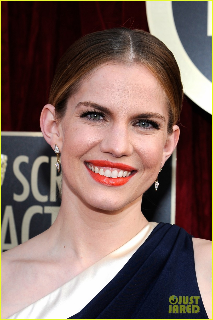 anna chlumsky sag awards 2014 red carpet 013034572