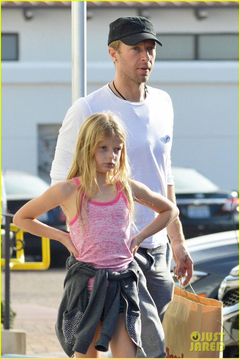 chris martin father daughter day with apple 02