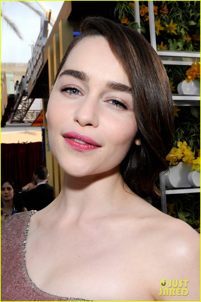 emilia clarke sag awards 2014 red carpet 02