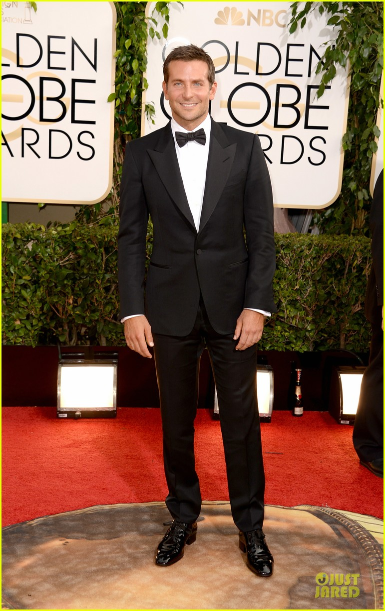 bradley cooper golden globes 2014 red carpet 03
